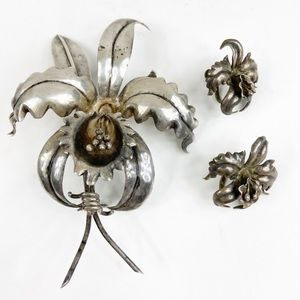Vintage Silver Lilly Pin And Earrings